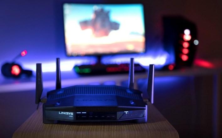 El equipo WiFi de los editores de Xataka: router, PLC, repetidor y más para tener internet en toda la casa
