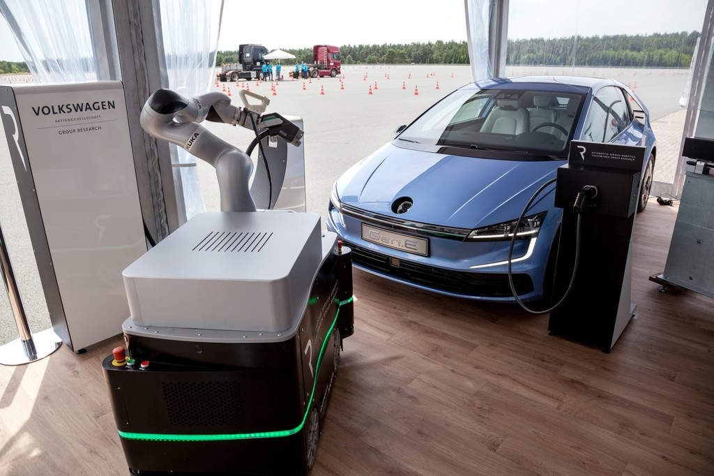 M3 Mobile Charging Robots 01