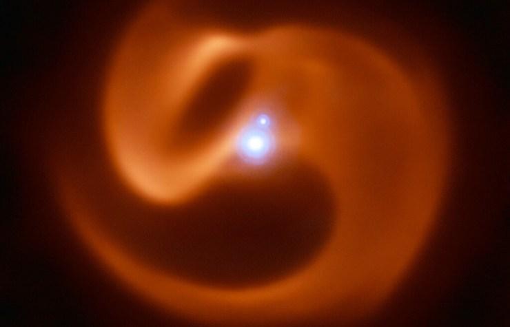 Estas dos estrellas de Wolf-Rayet están condenadas a colisionar para dar lugar a una de las supernovas más violentas del Cosmos