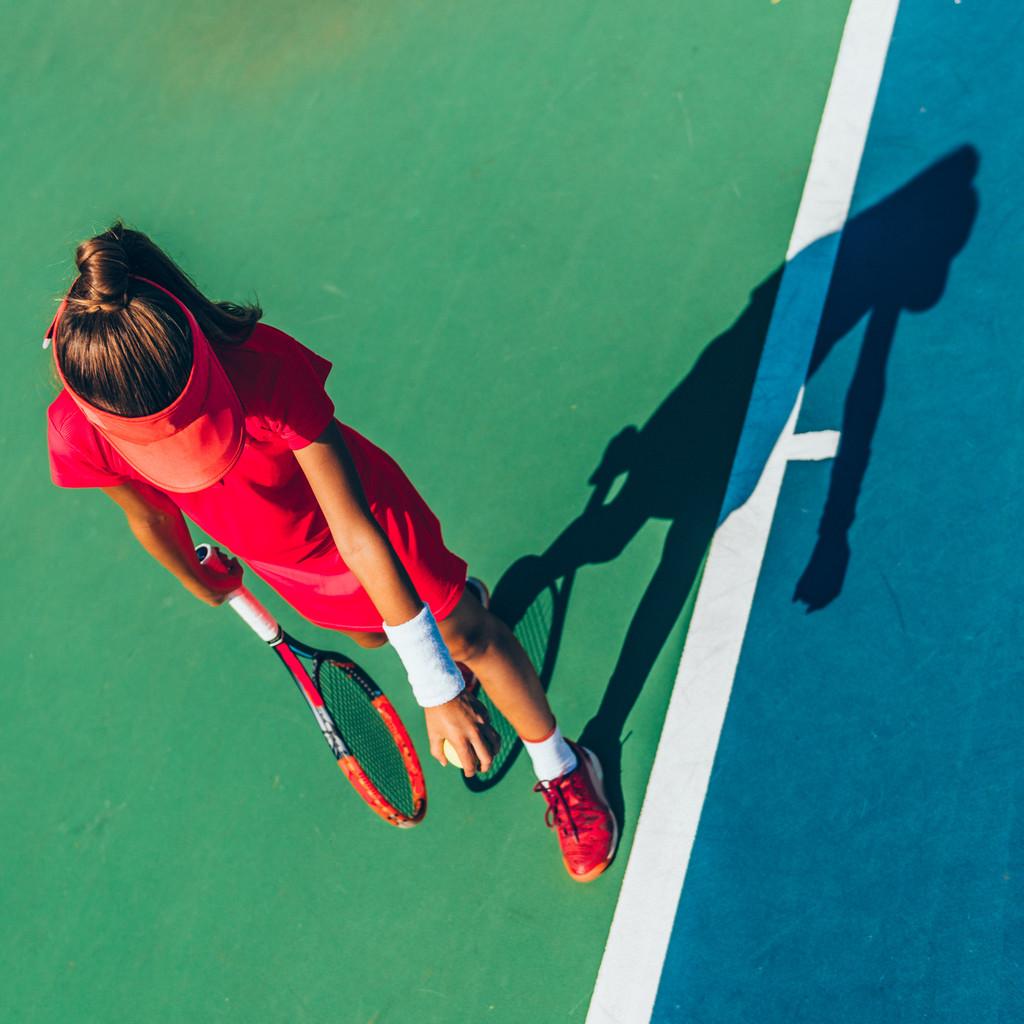 niña-tenis-ejercicio
