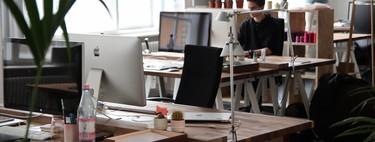 Guía de compra para lograr un escritorio organizado para trabajo en casa y en la oficina: soportes, regletas, organizacables y más