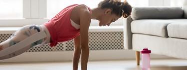 Haz crecer tus brazos en casa: cinco ejercicios con accesorios sencillos