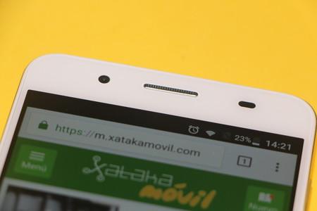 Los móviles cuenta con un sensor de luz que sirve para ajustar automáticamente el brillo de la pantalla