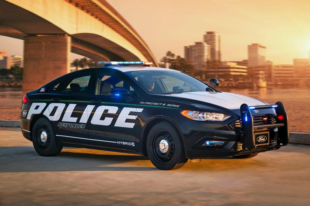 Permalink to Lo último de Ford es un coche policía híbrido para persecuciones con el que ahorrar miles de dólares en combustible