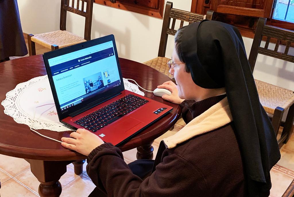 """Permalink to Vivir en un convento en 2019: 5.000 fans en Facebook, hostias online y una plegaria a las telecos, """"que alguien nos ponga fibra"""""""