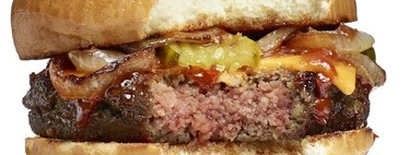"""A la rica """"hamburguesa de mentira"""": estos son los restaurantes y tiendas en España donde puedes comerla y comprarla"""