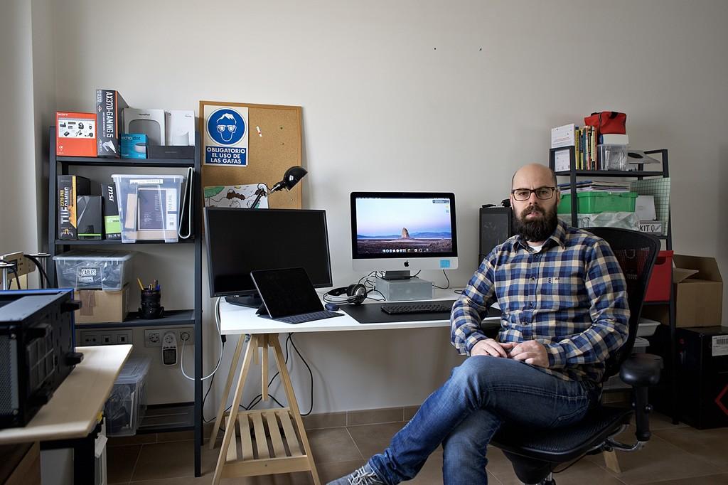 Permalink to El equipo de Javier Penalva como editor de Xataka y docente TIC: ordenador, impresora 3D, gadgets y más