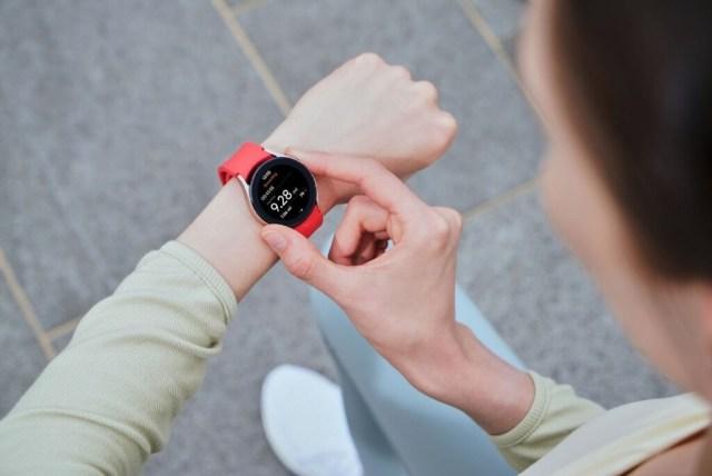 Samsung ya puede medir tu índice de masa corporal desde la muñeca: así funciona el sensor BioActivo de los Galaxy℗ Watch4