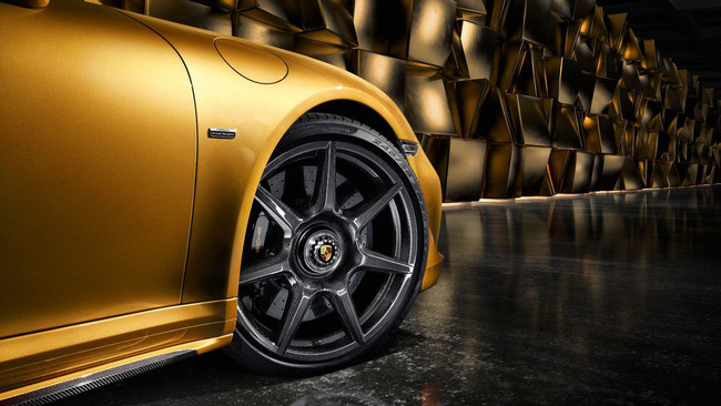 Porsche 911 Turbo S Exclusive Series (llantas carbono)