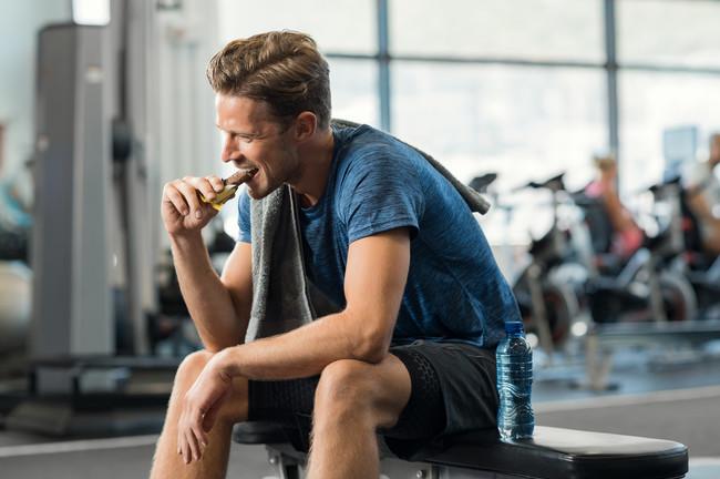 Comiendo en el gimnasio