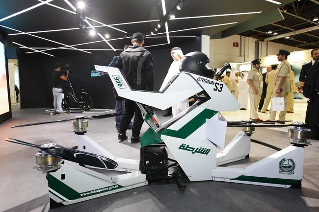 """Permalink to Hoverbikes para patrullar las calles desde las alturas: así es el nuevo """"juguete"""" de la policía de Dubai"""