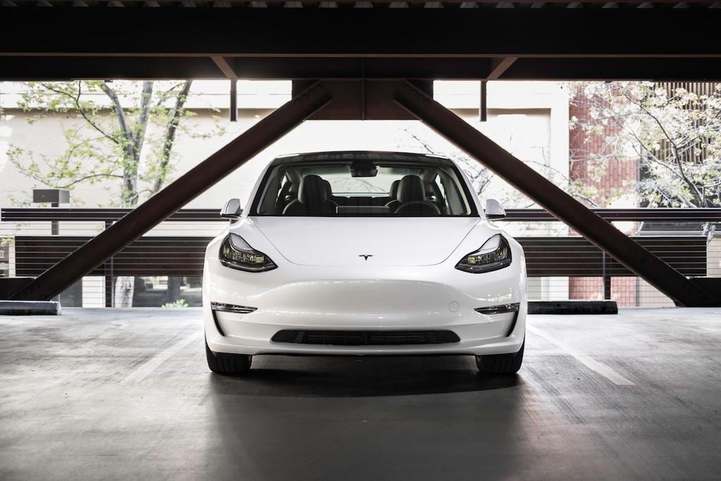 Tesla revienta los pronósticos y establece un nuevo récord al entregar por primera vez 95.200 coches eléctricos en un trimestre