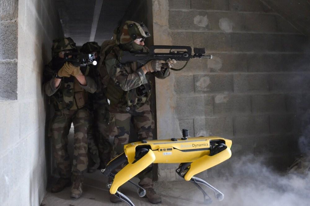 El ejército francés prueba a Spot en escenarios de combate: el robot de Boston Dynamics se encarga de las tareas de reconocimiento