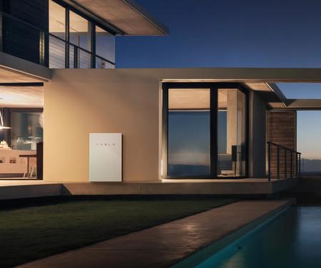 Powerwall2 House Angle1 Edit 2x