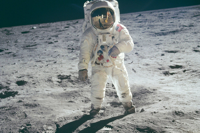 Permalink to Trump firma la orden para que la NASA regrese a la Luna en una misión tripulada tras 45 años