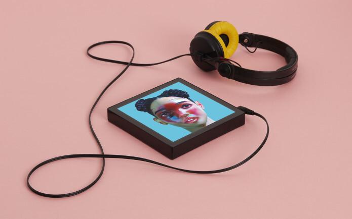 Este es Sleevenote, un reproductor musical con pantalla de 7,5 pulgadas donde se muestran las portadas de los álbumes a lo grande