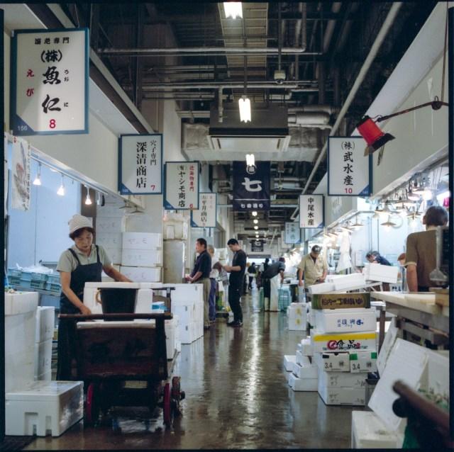 Mercado en el centro de Osaka, 5:45 A.M. Cortesía de Alberto Olivares.