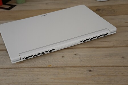 Acer Conceptd 7 Salidas Aire