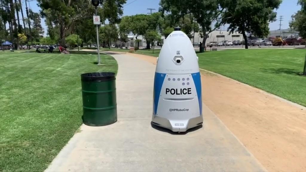 Este robot policía