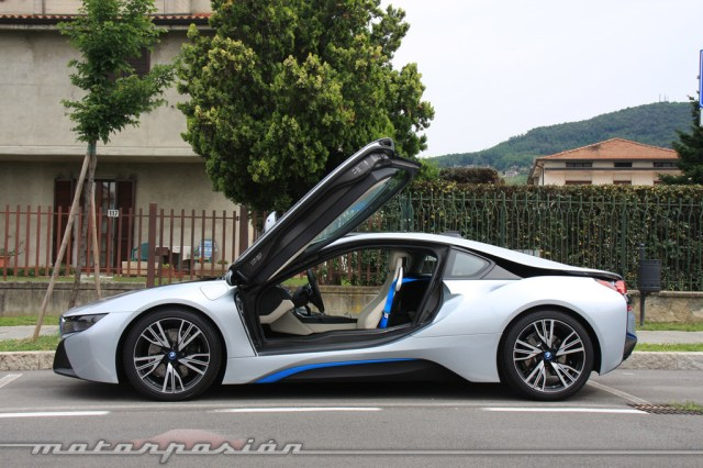 BMW i8 2014 lateral