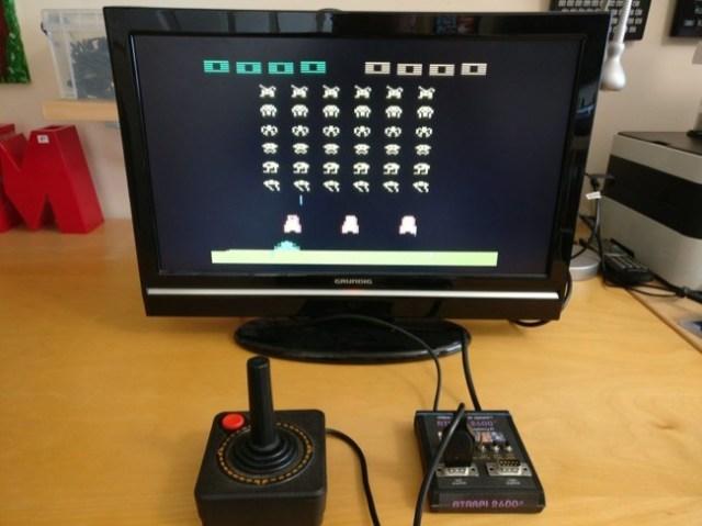El emulador de la Atari 2600 funcionando. Una partida de Space Invaders?