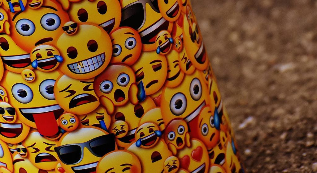 Los emojis son más viejos de los que creíamos: la Emojipedia aclara las cosas y muestra el verdadero origen de la 💩