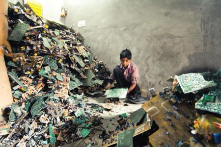 Residuos electrónicos en India
