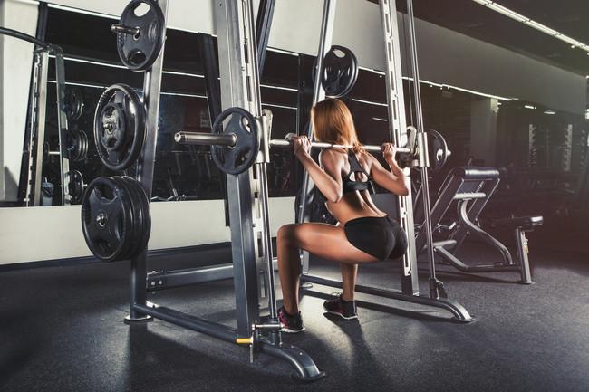 Un Ejercicio Para Pierna: las sentadillas trabajan el mayor grupo muscular de nuestro cuerpo
