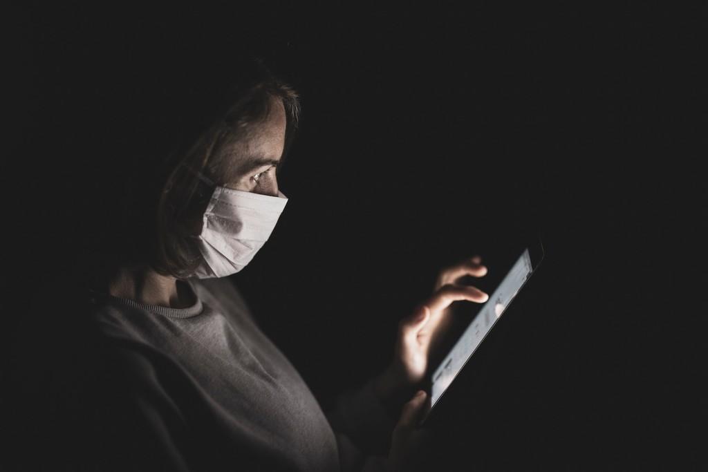 El Gobierno plantea cambios legales para frenar los bulos en internet: qué castigos contempla ya la ley y por qué su regulación genera tantas dudas