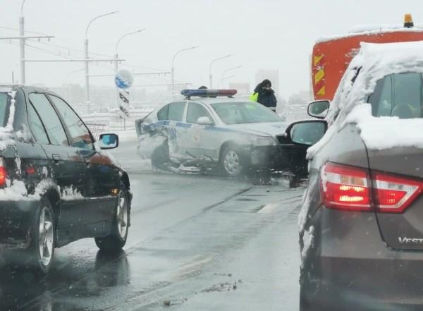 Снегопад: на дорогах страны заторы, ДТП, коммунальники ...