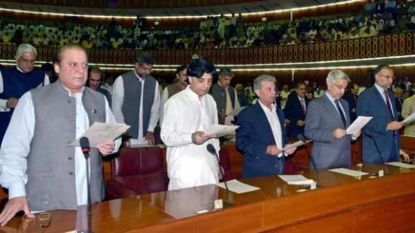 Pakistan gets new civilian government | CBC News
