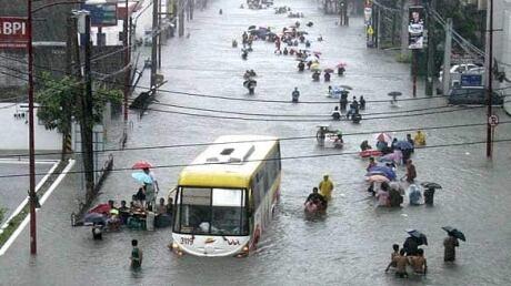 http://i.cbc.ca/1.2169082.1382505668!/httpImage/image.jpg_gen/derivatives/original_460/w-philippine-flood-7388030.jpg