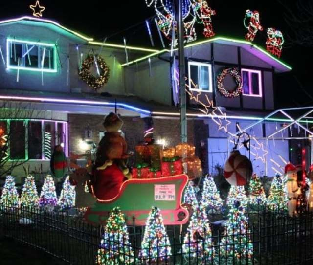 Michael Geiger Wolfs Home At  Mildred St Features  Coloured Lights Holograms And  Holiday Songs Broadcast On Shortwave Radio
