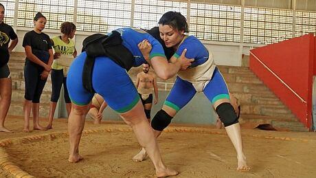 Fernanda Pelegrini and Luciana Watanabe sumo wrestling
