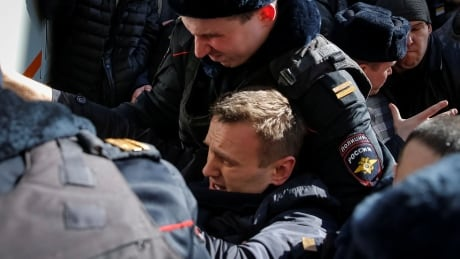 Russian opposition activist Alexei Navalny arrested during protest