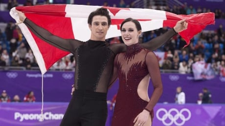 year fig team virtue moir 20181228 - Virtue and Moir announce they are 'stepping away' from figure skating after tour