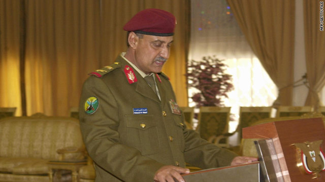 El ministro de Defensa de Yemen Mohammed Nasser Ahmed en el palacio presidencial en Sanaa, 14 de febrero de 2006.