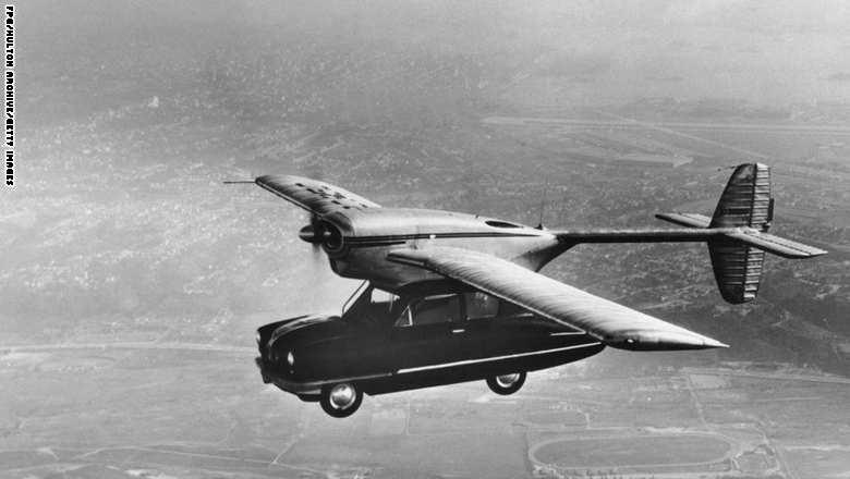 """سيارة طائرة """"كونفاير 118"""" ظهرت في فترة الأربعينيات."""