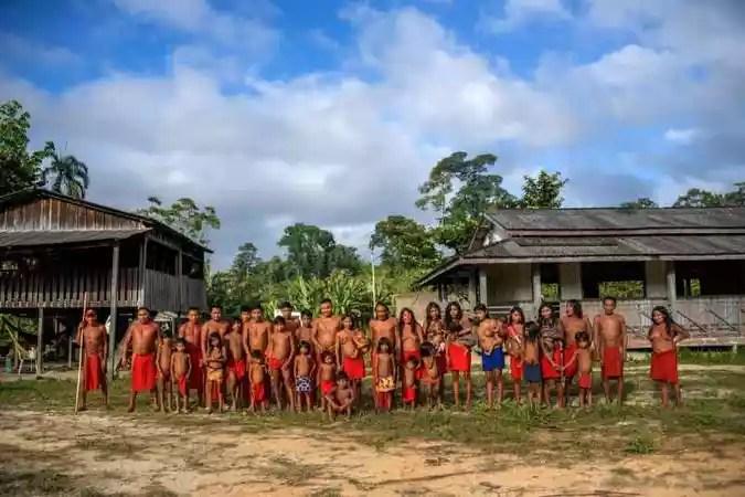 Índios Waiãpi relataram que fugiram da aldeia após ameaças(foto: Apu Gomes/AFP)