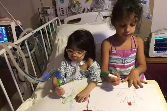 Rafa e a irmã Manu, no hospital(foto: Arquivo Pessoal)