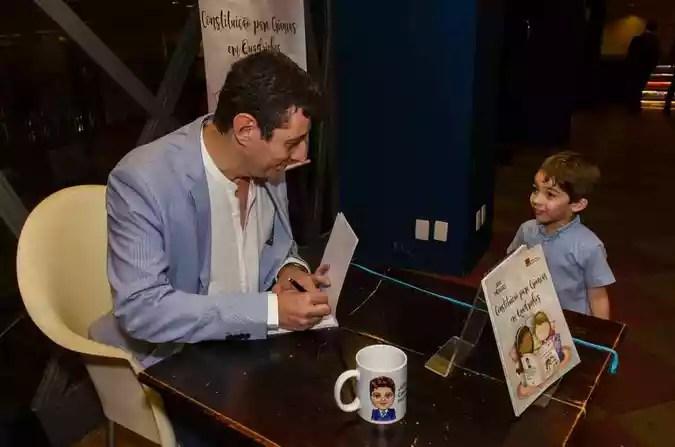 O lançamento do livro contou com a presença do maior fã de Júlio, o filho Ian Pedro, de 4 anos(foto: Ieva Martinaitis/Divulgação)