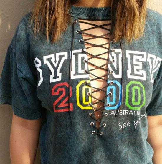 Camisetas customizadas com ilhós