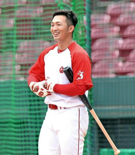 球宴での初本塁打を狙う鈴木(撮影・飯室逸平)