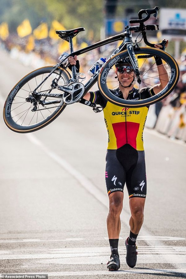 Philippe Gilbert wins Tour of Flanders after solo