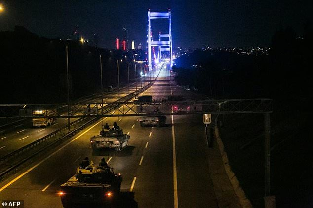 A disgruntled army faction tried to seize power, closing bridges in Istanbul