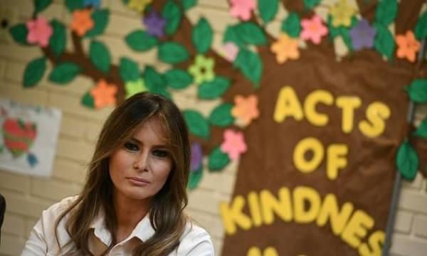 Melania Trump makes surprise visit to US-Mexico border ...