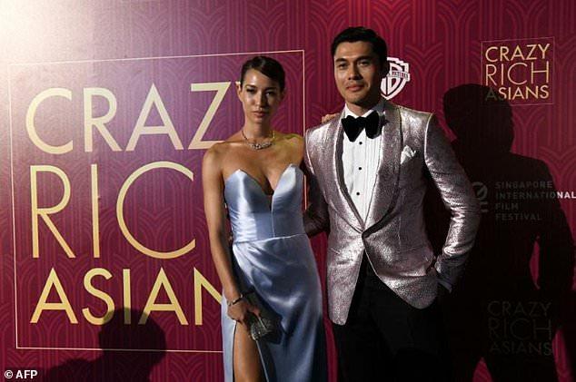 L'acteur Henry Golding et son épouse, Liv Lo, lors de la première du 21 août 2018 à Singapour de «Crazy Rich Asians», qui a mené le box office nord-américain pour un troisième week-end consécutif
