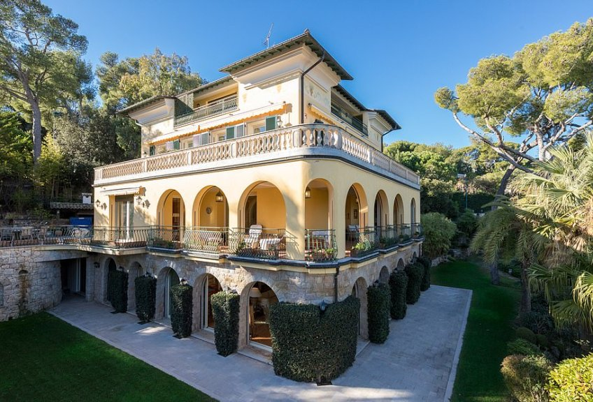 If you've just won the EuroMillions, you might want to put this stunning mansion on your wish list