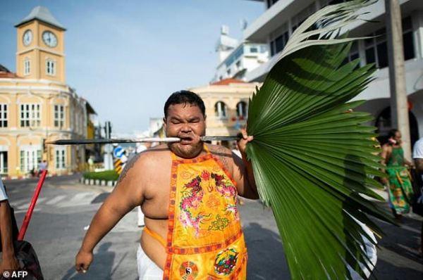 Ouch! Thailand's cheek-piercing vegetarian festival ...