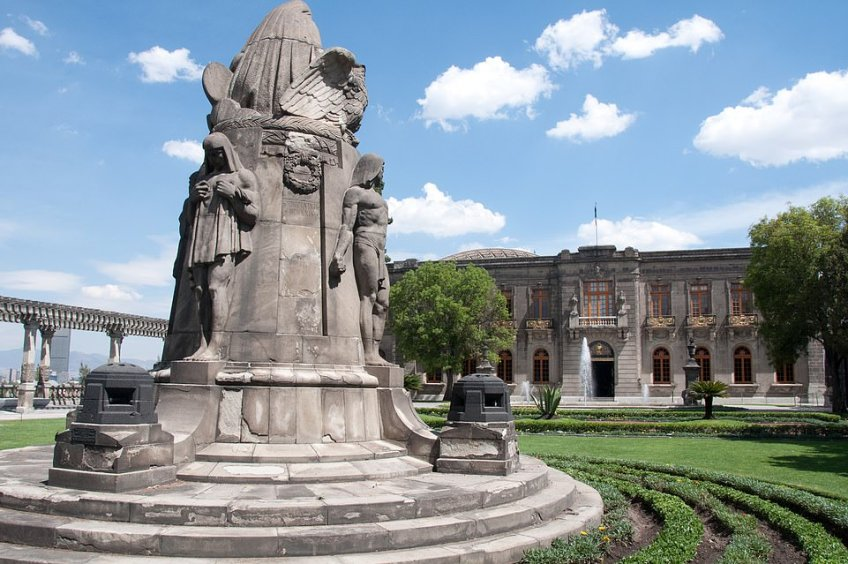 The Chapultepec Castle in Mexico City houses 12 halls filled with royal artefacts, and can be visited before general admission starts